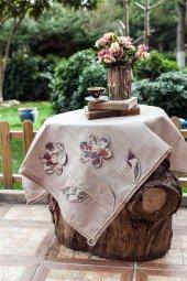 Tasarım Çiçek İşlemeli Masa Örtüsü