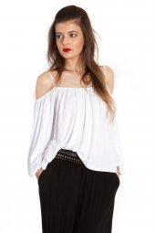 Alicia Omuzu Açık Beyaz Viskon Bluz