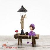 Bankta Oturan Sevimli Kız Temalı Minyatür Masa Lambası Ve Biblo