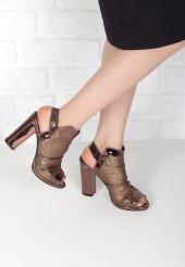 Benito Bakır Rugan Fileli Topuklu Bayan Ayakkabı