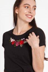 Amada Çiçek Nakışlı Siyah Tişört 160265 1