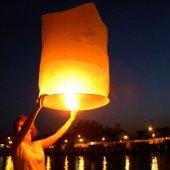 Dilek Feneri Dilek Balonu Uçan Romantik Fener Gece Gökyüzü